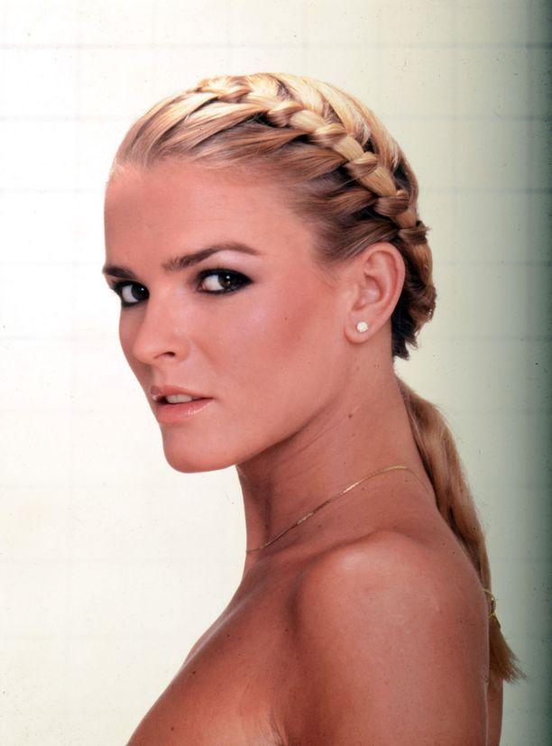 Mallina työskennellyt Nicole Brown Simpson oli kuollessaan 35-vuotias. Kuva mallin uran alkuvaiheilta.