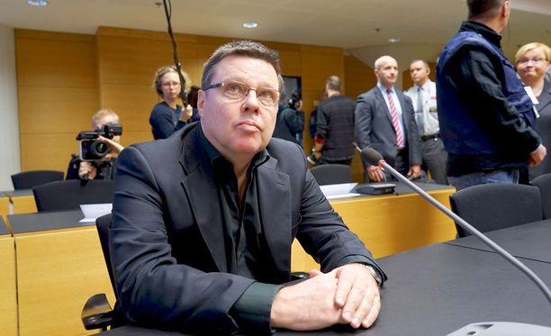 Helsingin huumepoliisin päällikön paikalta hyllytetty Aarnio pääsee itse ensimmäistä kertaa todella ääneen oikeudessa.