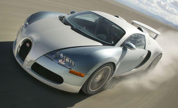 16-sylinterinen W16-moottori imaisee 100 litran tankin tyhjäksi 12 minuutissa.