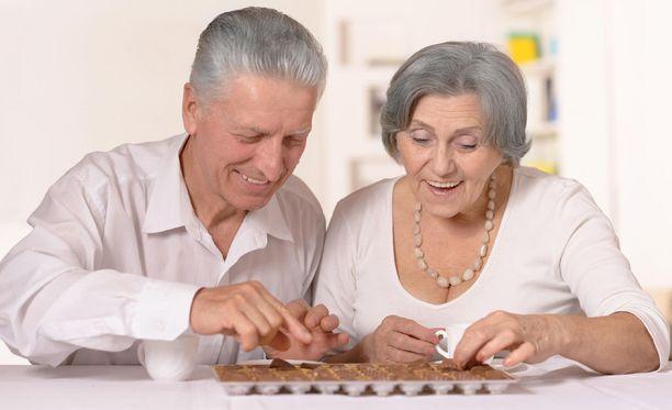 Pääkaupunkiseudulla asuvat 65-75-vuotiaat voivat nyt auttaa tiedettä syömällä suklaata.