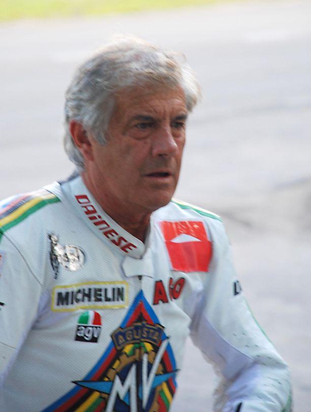 Italialainen entinen ratamoottoripyöräilijä Giacomo Agostini nähtiin heinäkuun lopulla Muistojen Imatranajoissa.
