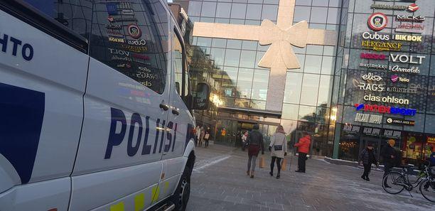 Poliisi tutkii uusia, törkeitä lapsiin kohdistuneita seksuaalirikoksia Oulussa.