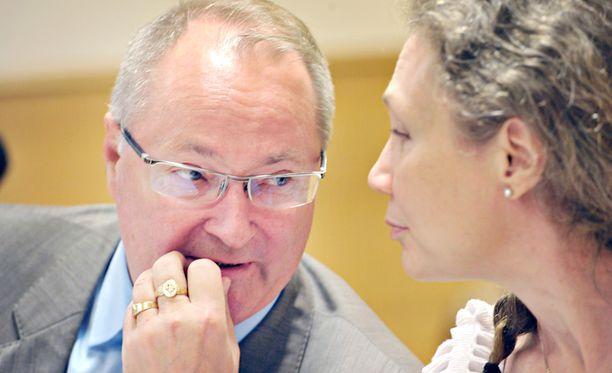 Puolustusasianajaja Juha Manner puolestaan viittasi naisen kuulustelukertomuksessa osiin, jotka liittyivät Jukka S. Lahden mahdollisiin uhkiin.