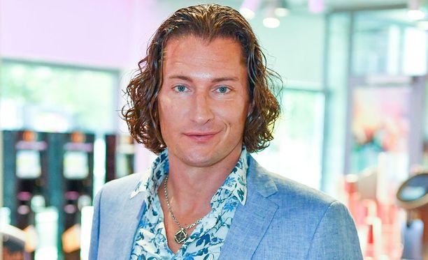 Tomi Metsäketo, 43, olisi halunnut jatkaa Tähdet, tähdet -laulukilpailussa.