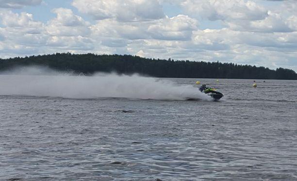 Vesijettien SM-kisat huristeltiin sunnuntaina Lohjan järvimaisemissa.