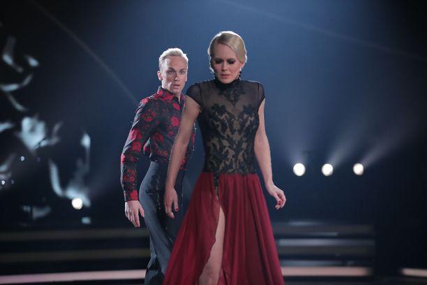 Christoffer Strandbergin ja Jutta Heleniuksen kohtalokas tango sai tuomareilta täydet pisteet.