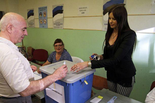 Virossa saa äänestää netissä tai perinteisellä tavalla.