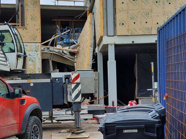 Sammon koulun työmaalla sattui eilen iltapäivällä työtapaturma, jossa kuoli yksi työntekijä.