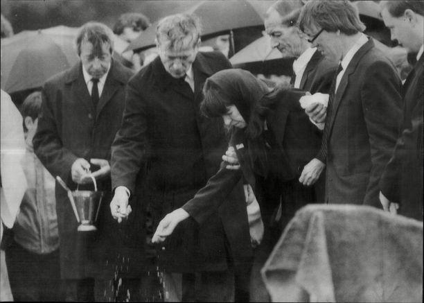 Bradyn ja Hindleyn uhrin Pauline Readen, 16, hautajaiset.
