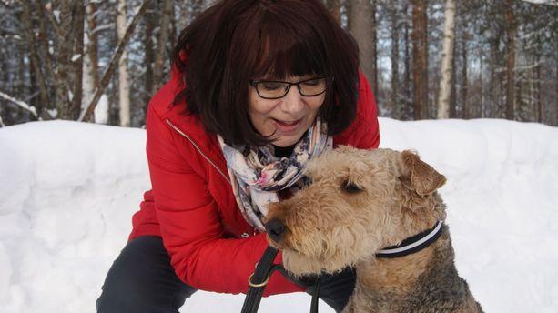 Ihan tavallinen perhe -kirjassa seikkailee Kaivuri-niminen koira, jonka esikuva on Sisko Koskiniemen Luppa.