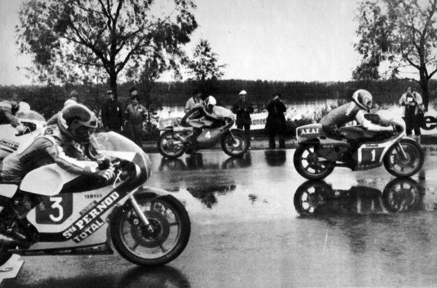 Tältä Imatranajoissa näytti vuonna 1979. Kuva 350-kuutioisten luokan kilpailusta.