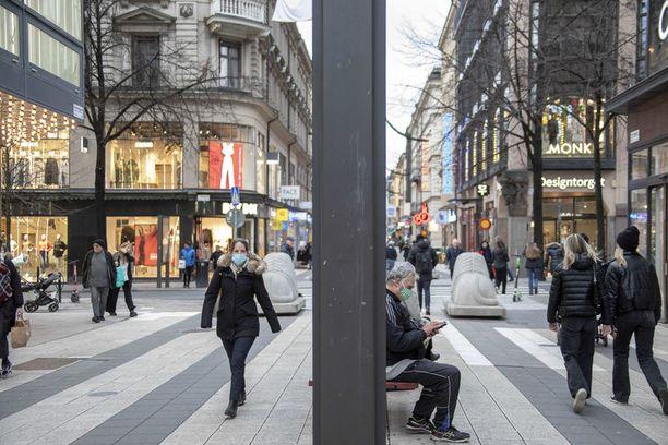 Kauppa käy Tukholman keskustassa pandemiasta huolimatta.