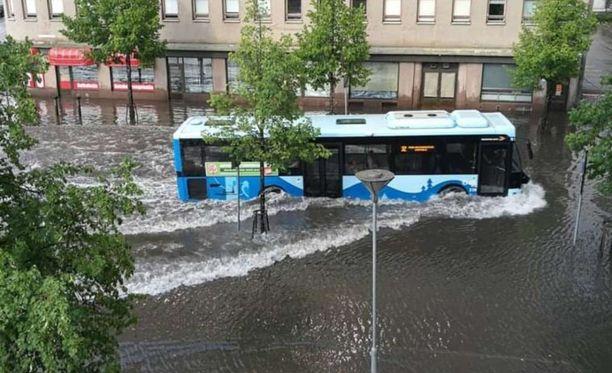 Bussista tuli vesibussi.