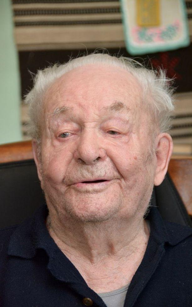 Osmo Uusi-Pietilän sotareissu kesti kaikkineen reilut viisi vuotta. Hän haavoittui tarkka-ampujan luodista Krivin lohkolla huhtikuussa 1944.