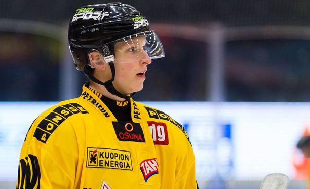 Eetu Luostarisen laidoilla pelaavat tänään Sami Mutanen ja Jyri Junnila.