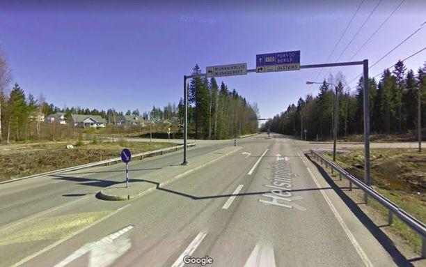 Onnettomuus tapahtui Helsingintien ja Pienteollisuustien risteyksessä lähellä Porvoota.