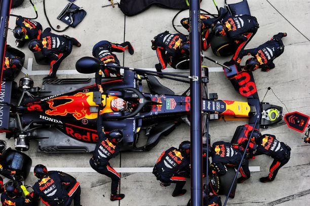 Max Verstappen saa autoonsa 20 hevosvoimaa lisää, jos Helmut Markoa on uskominen.
