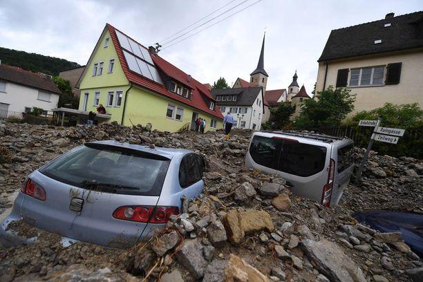 Tulvan voima on käsittämätön. Se on haudannut autoja mudan ja hiekan alle eteläisessä Saksassa.