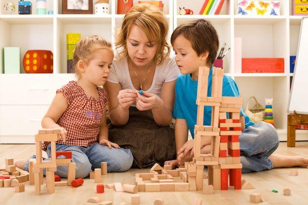 Kognitiiviset toiminnot, kuten tarkkaavaisuus ja työmuisti, kehittyvät lapsuusvuosien ja murrosiän aikana.