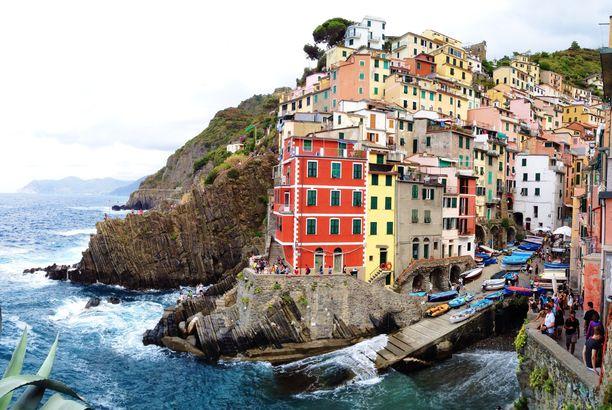 Cinque Terre on viiden kauniin ja värikkään kylän muodostama kokonaisuus.