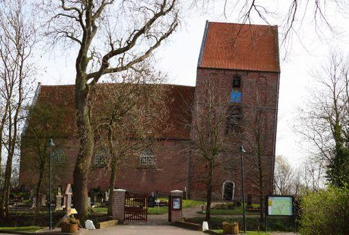 Saksalaiskirkko kiinnostaa matkailijoita. Tuhannet saapuvat vuosittain ihmettelemään sen tornia.
