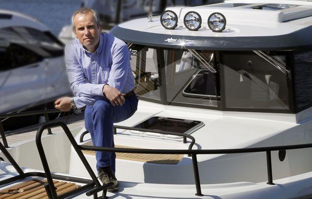 Sarins Båtarin toimitusjohtaja Thomas Sarin kertoo, ettei korona vaikuttanutkaan yhtiön toimintaan yhtä pahasti kuin pelkona oli.