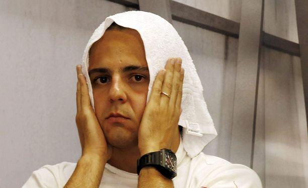 Felipe Massa on kiihtynyt Lewis Hamiltonille.