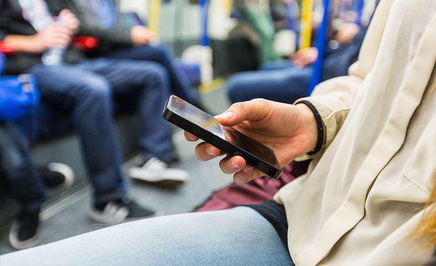 Suomalaiset käyttävät ennätysmäärän mobiilidataa kuukausittain.
