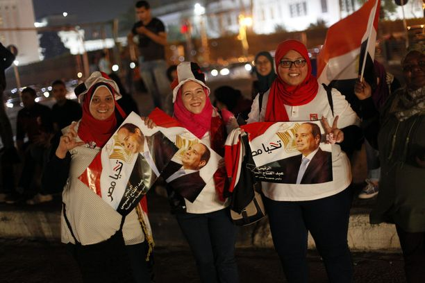 Abdel Fattah al-Sisin kannattajat juhlivat maanantai-iltana Kairossa vaalituloksen selvittyä.