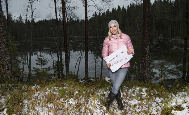 Jutta Gustafsberg kaavailee Kuruun mökkikylää.