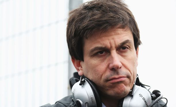 Toto Wolffin vaimo pääsee F1-rattiin.