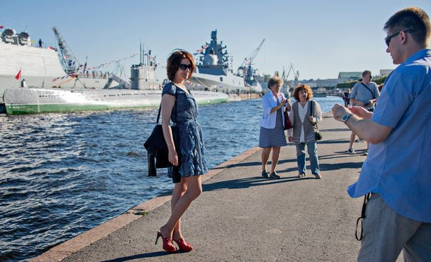 Monet halusivat samaan kuvaan sota-alusten kanssa.