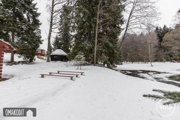 Asunnon vieressä virtaa Seinäjoki ja rantaviivaa on noin 80 metriä.