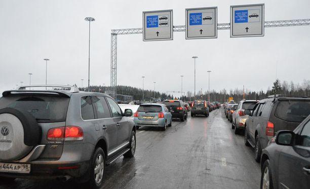 Linja-autoliikenne ohjataan Nuijamaan rajanylityspaikan sijaan Imatralle tai Vaalimaalle.