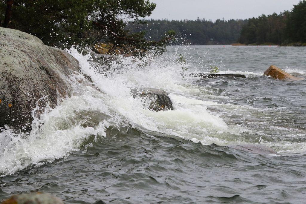 Lauantaina poutaa – hurja syysmyrsky laantunut