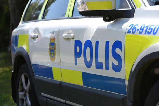 Poliisi sai tapauksesta ensimmäisen ilmoituksen kello 3.27 Ruotsin aikaa.