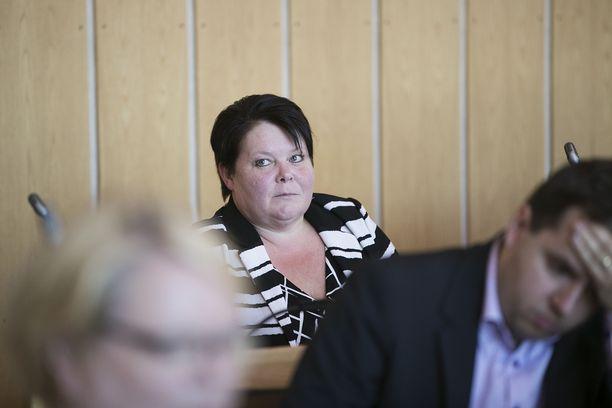 Terhi Kiemunki sai lähtöpassit perussuomalaisten ryhmästä.