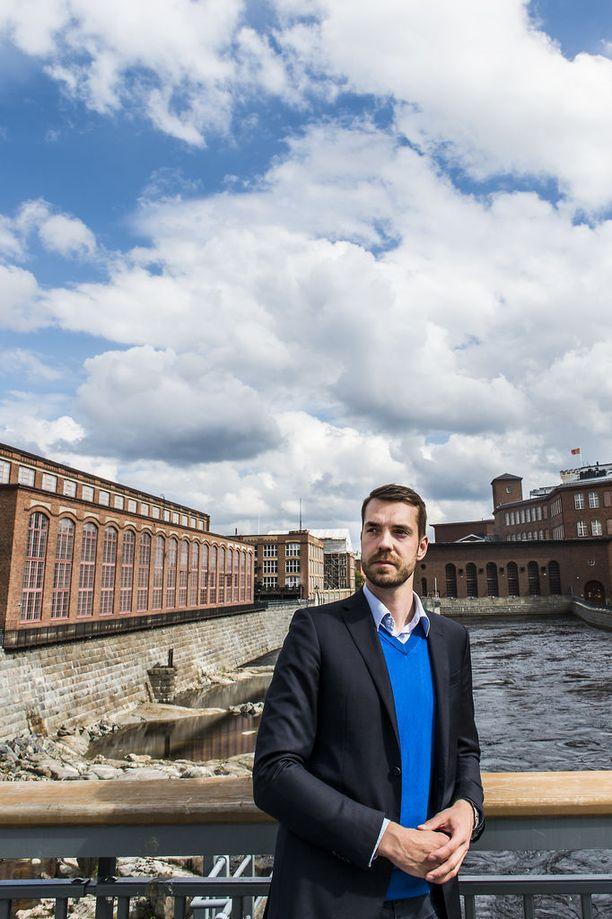Keskustan puoluesihteeri Jouni Ovaska myöntää tuoreen kannatusluvun olevan huono.