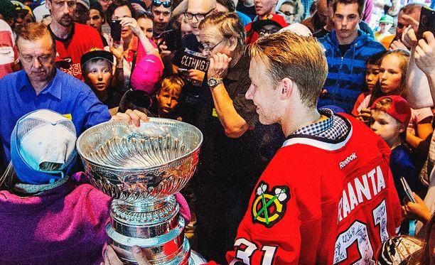 Antti Raanta on tuore Stanley Cup -voittaja.