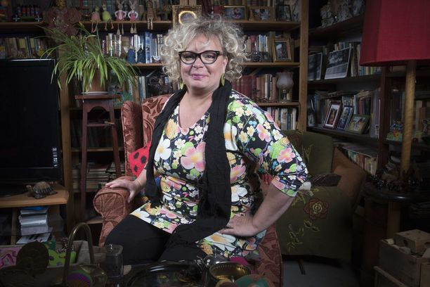 Kuuden lapsen äitinä Petronella Grahn kertoo erottuneensa pelialan ja startup-maailman tapahtumissa.Olin niissä ainoa, viisikymppinen, ihanan ylipainoinen nainen. Parikymppisille nörteille toin mielikuvan äidistä, joka muistutteli siitä, että oletteko vieneet roskikset.