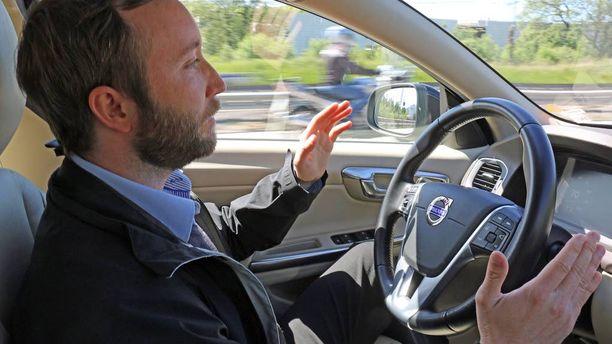 Kun auto ohjaa, niin kuski ei pääse tekemään virhettä. Useimmiten autoilun suurin vaaratekijä on ratin ja penkin välillä.