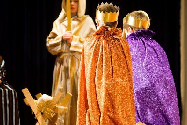 Joulujuhlan näytelmä on valittava tarkkaan. Muuminäytelmään ei irtoa lupaa lainkaan ensi vuoden puolella. Tänä vuonna sen sai vain poikkeusluvalla, mutta kaikki eivät täyttäneet vaatimuksia.