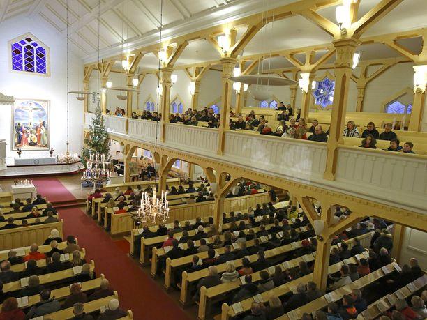 Koulun joulujuhlan järjestäminen kirkossa on lainvastaista, linjaa eduskunnan apulaisoikeusasiamies.