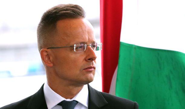 Unkarin ulkoministeri Peter Szijjarto tylytti Uefaa Facebook-kirjoituksessaan.
