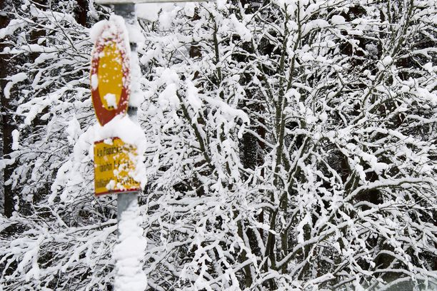 Koko Suomessa on tällä viikolla kovia pakkasia, mutta sää lauhtuu lumisateiden vuoksi lauantaina.