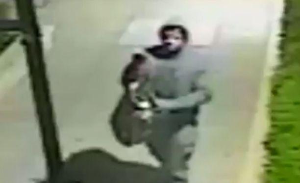 New Yorkin poliisi julkaisi epäillyn raiskaajan kuvan.