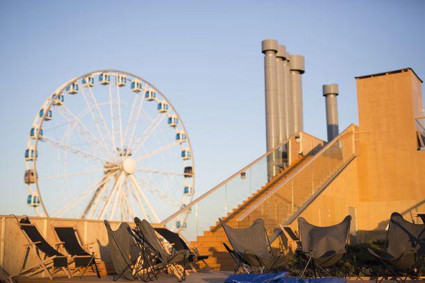 Helsingin SkyWheel-maailmanpyörässä on myös saunahitti. Sen vierestä löytyy Allas Sea Pool -meriuimala, jonka asiakkaat pääsevät myös saunomaan.