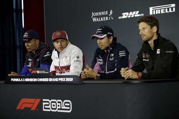 Kimi Räikkönen antoi Sergio Perezillä herttaisen joululahjan.