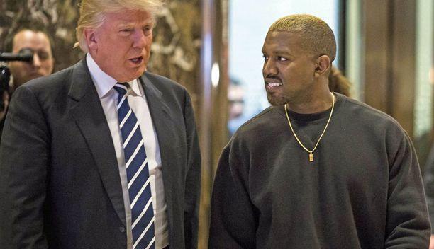 Kanye West Donald Trumpin vieraana Trump Towerissa joulukuussa 2016.