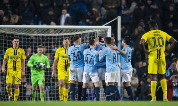Manchester City juhli yhdeksän kertaa Burtonin kustannuksella.